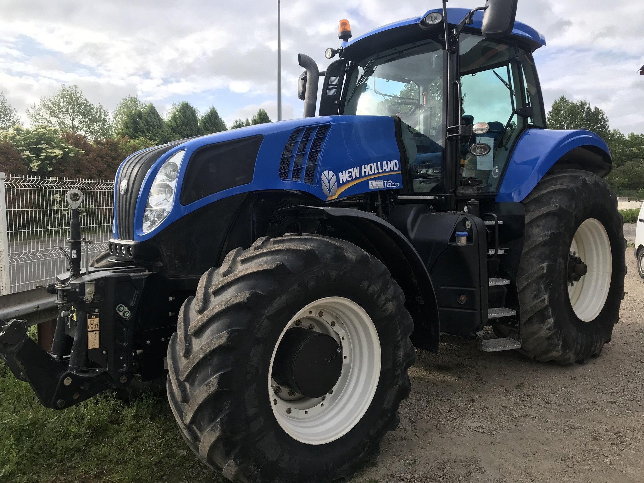Tracteur agricole New Holland T8.330 - 1