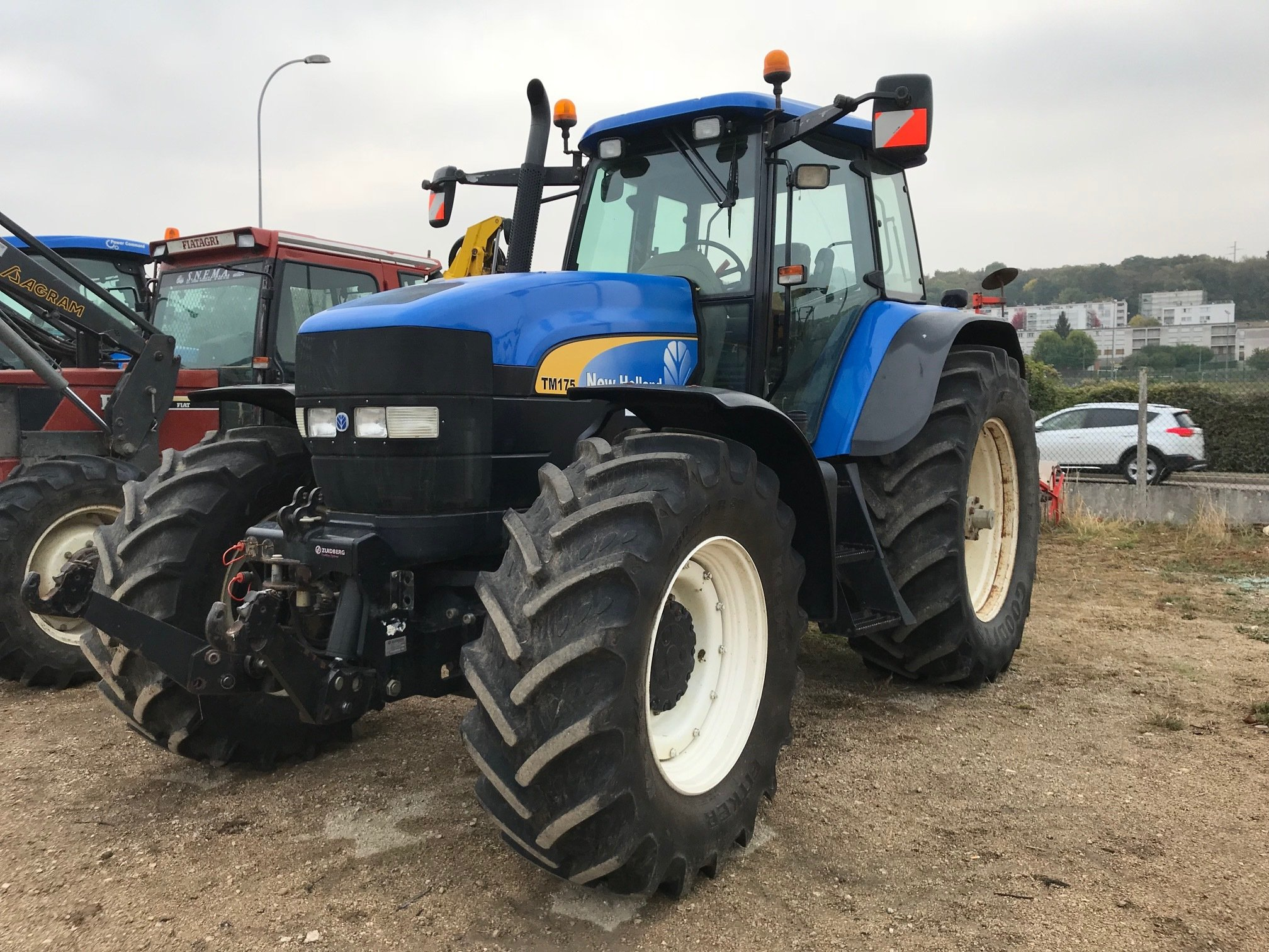 Tracteur agricole New Holland TM 175 - 1