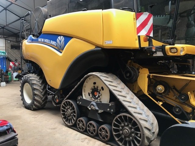 Moissonneuse batteuse New Holland CR 9080 - 1
