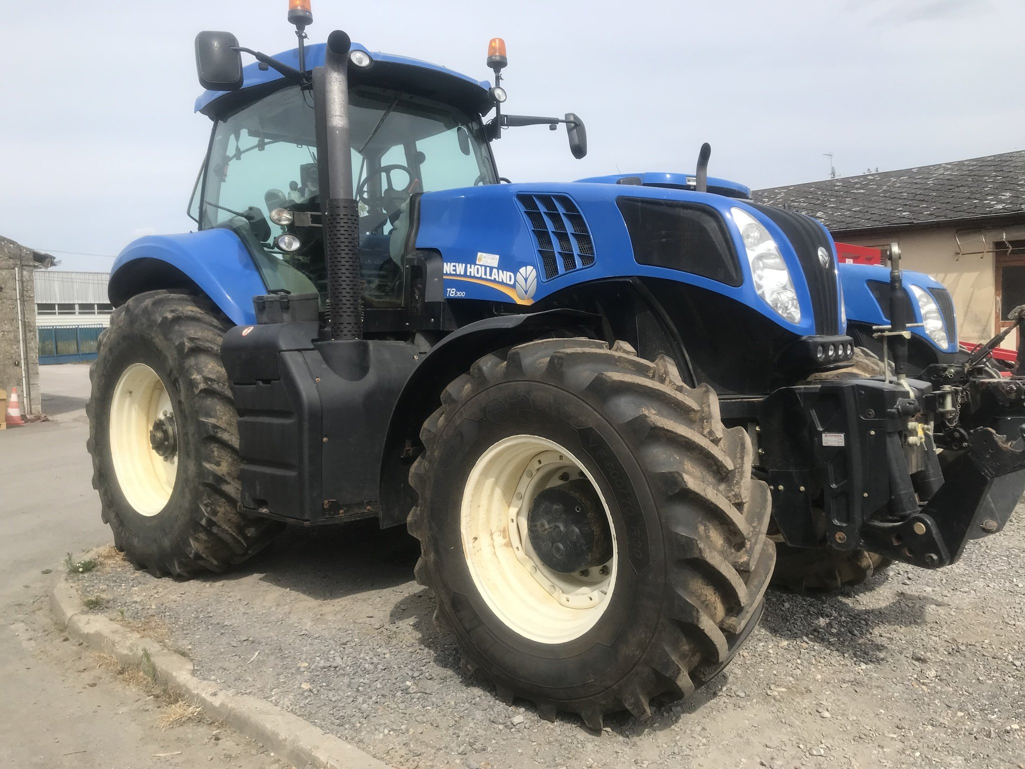 Tracteur agricole New Holland T8 300 - 1